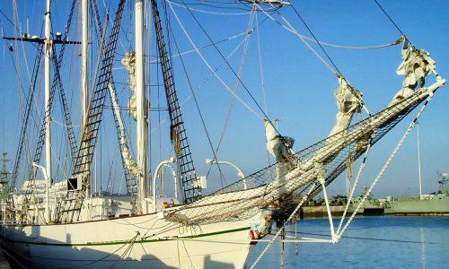 Bootspflege; Unterwasserfarbe; Segelboot